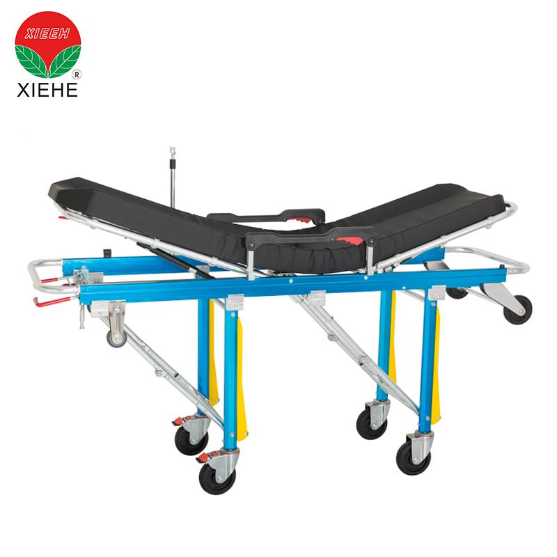 救护车自动装载带轮子的折叠椅担架,用于紧急情况